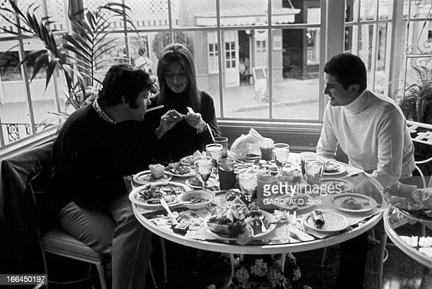 Two Oscars For The Film 'Un Homme Et Une Femme' By Claude Lelouch EtatsUnis Los Angeles 13 avril 1967 Claude LELOUCH réalisateur producteur...