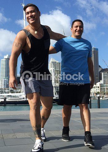 Two Pacific Islander men exercise outdoors : Stock Photo