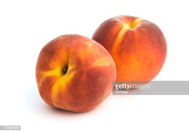 Zwei Pfirsiche, frischem Obst, isoliert, Freisteller auf weißem Hintergrund