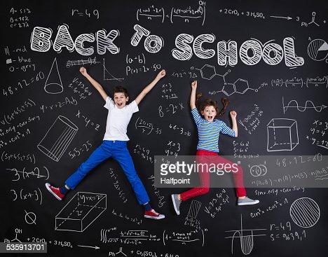 Dois schoolkids aprendizagem : Foto de stock