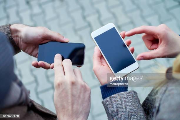 2 つのスマートフォン