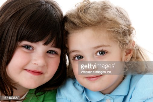 Two smiling girl : Bildbanksbilder