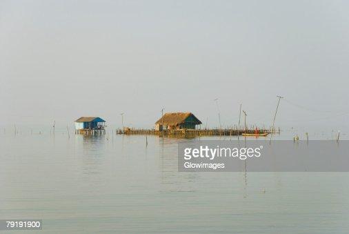 Two stilt houses in the river, Cienaga, Atlantico, Colombia : Foto de stock