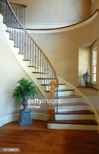 Two Story Foyer Quotes : Foyer de deux étages photo getty images