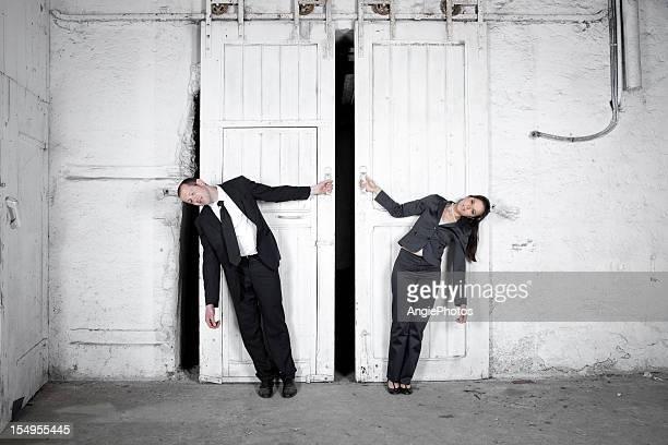 Zwei müde Geschäftsleute