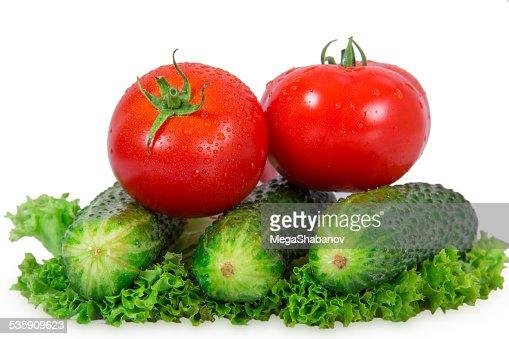 Dois tomates e três Pepino : Foto de stock