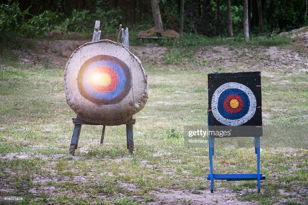 two type of Archery target on the field : Stockfoto