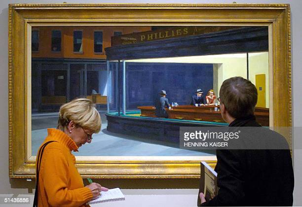 Two visitors contemplate the painting 'Nighthawks' of USartist Edward Hopper at the Museum Ludwig in Cologne 07 October 2004 The museum will show a...