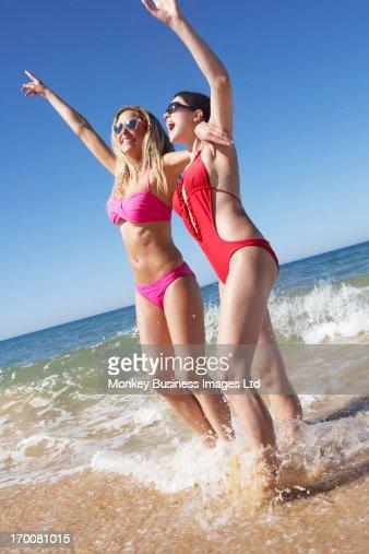 Two Women Enjoying Beach Holiday : Foto stock