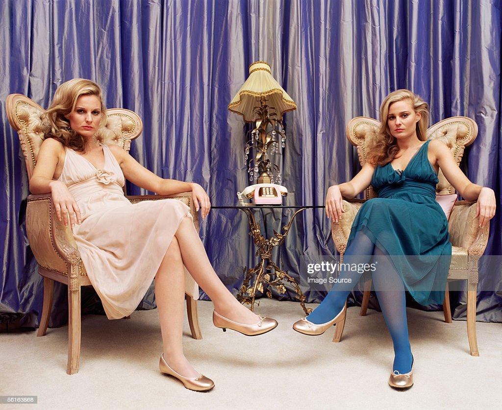 Two women in luxurious room : Stockfoto