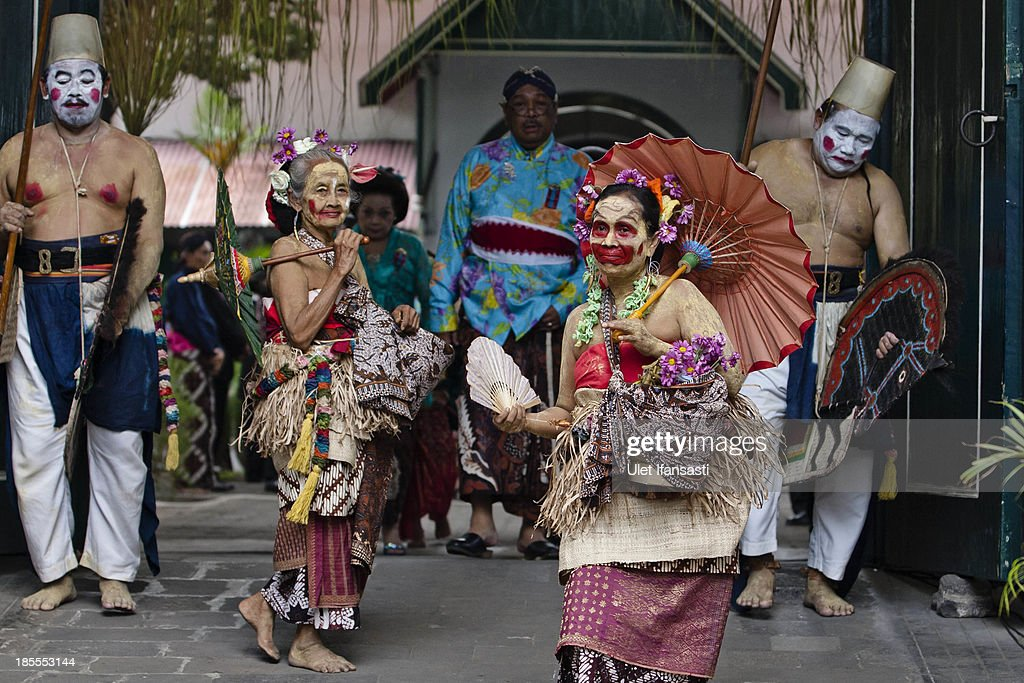 Two women perform as fool during wedding ceremony as part of the Royal Wedding Held For Sultan Hamengkubuwono X's Daughter Gusti Ratu Kanjeng Hayu And KPH Notonegoro on October 22, 2013 in Yogyakarta, Indonesia. Wedding celebrations will take place October 21-23 October. The wedding parade will include 12 royal horse drawn carriages and will be streamed live on the internet so that it can be watched by people all over the world.