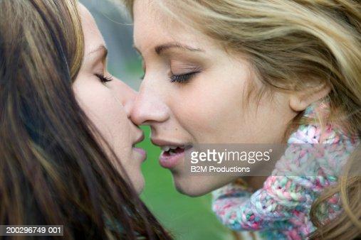 фото девушки любят друг друга