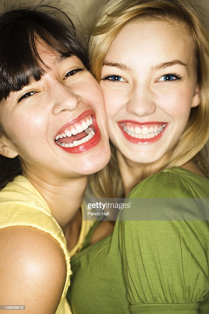 Two young women laughing, close-up : Stock Photo