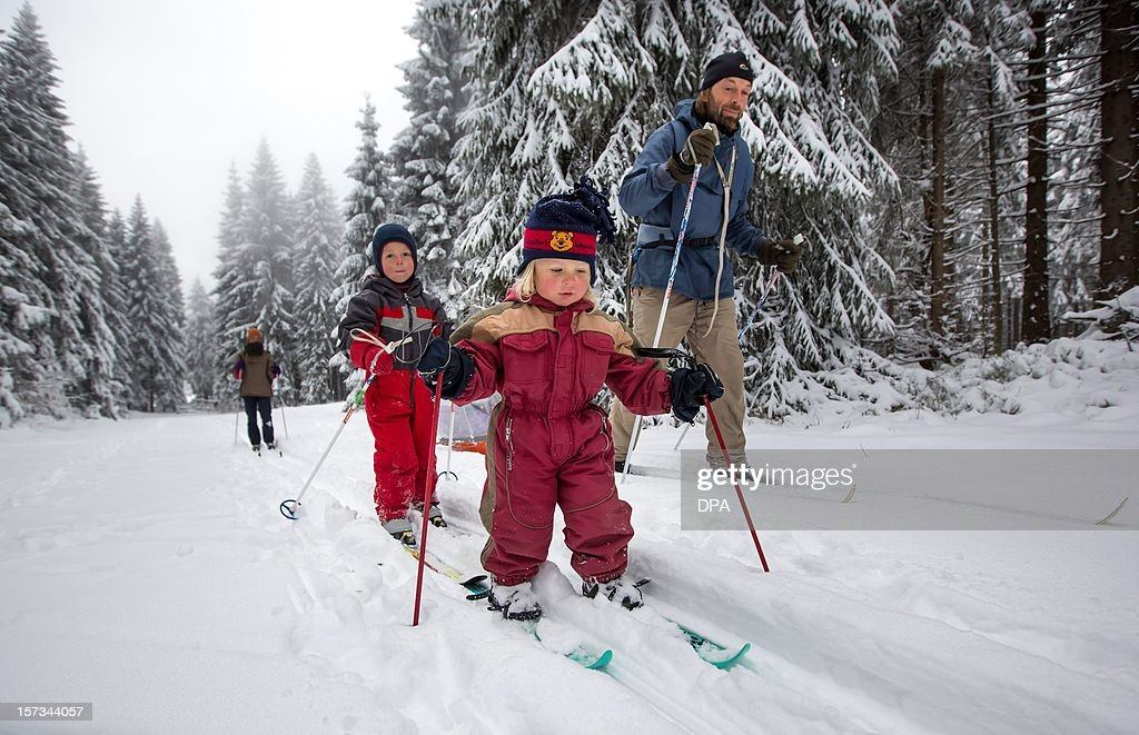 Two-year old Leo (front), his four-year old brother Joan (2nd L) and their parents do cross-country skiing on the Rennsteig hiking trail near Allzunah, eastern Germany, on December 2, 2012. AFP PHOTO / MICHAEL REICHEL GERMANY OUT