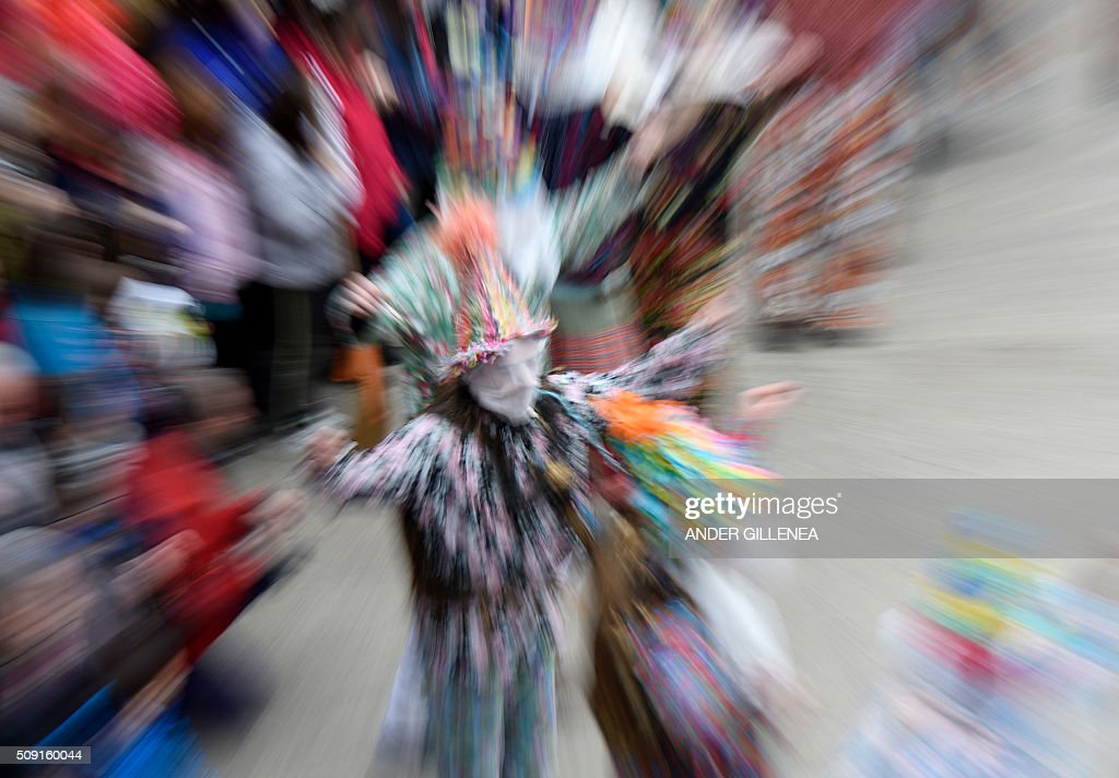 A Txatxoak dances during the ancient carnival of Lantz in the northern Spanish Navarre village of Lantz, on February 9, 2016. / AFP / ANDER GILLENEA