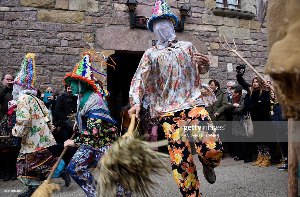 'Txatxoak' leave a house to chase people during the ancient carnival of Lantz, in the northern Spanish Navarre village of Lantz, on February 9, 2016. / AFP / ANDER GILLENEA