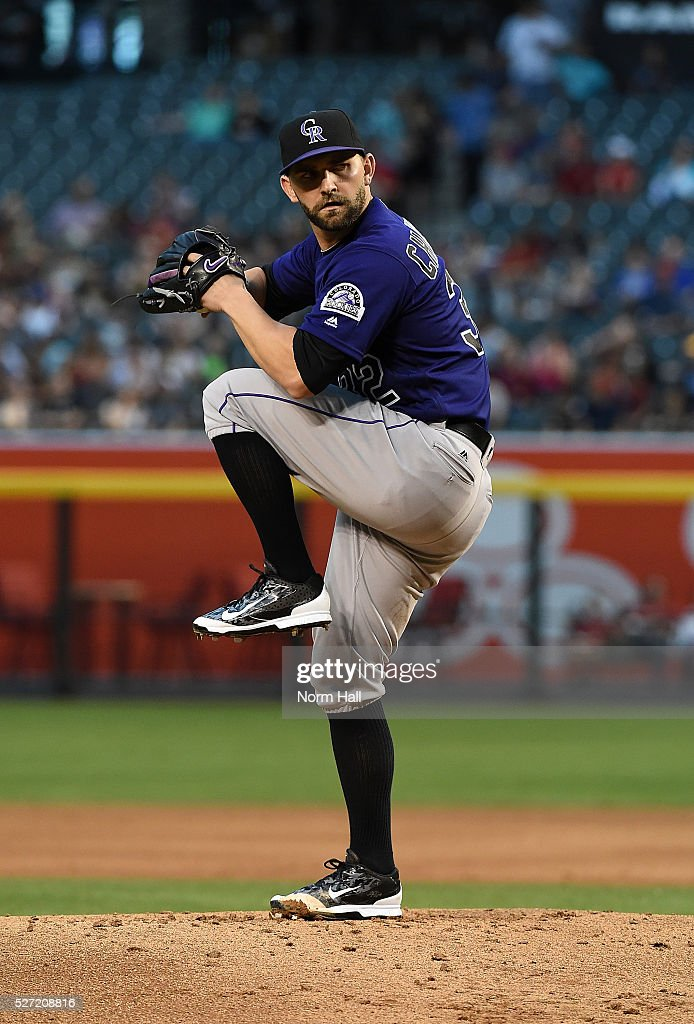 Tyler Chatwood #32 of the Colorado Rockies delivers a pitch against the Arizona Diamondbacks on April 29, 2016 in Phoenix, Arizona.