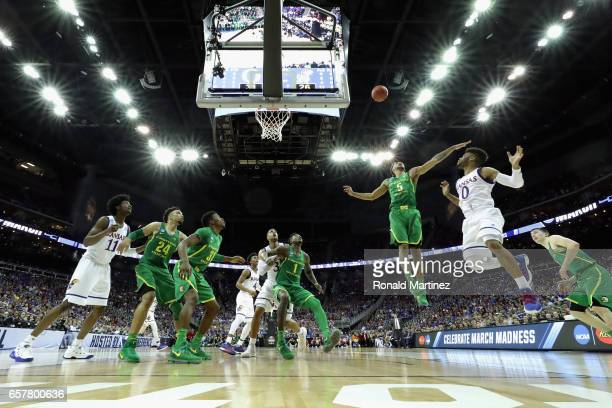 Tyler Dorsey of the Oregon Ducks attempts to block a shot by Frank Mason III of the Kansas Jayhawks in the first half during the 2017 NCAA Men's...