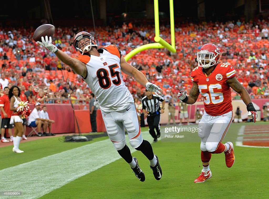 <a gi-track='captionPersonalityLinkClicked' href=/galleries/search?phrase=Tyler+Eifert&family=editorial&specificpeople=6258359 ng-click='$event.stopPropagation()'>Tyler Eifert</a> #85 of the Cincinnati Bengals attempts to pull in the ball against <a gi-track='captionPersonalityLinkClicked' href=/galleries/search?phrase=Derrick+Johnson+-+American+Football+Player&family=editorial&specificpeople=226781 ng-click='$event.stopPropagation()'>Derrick Johnson</a> #56 of the Kansas City Chiefs at Arrowhead Stadium on August 7, 2014 in Kansas City, Missouri.