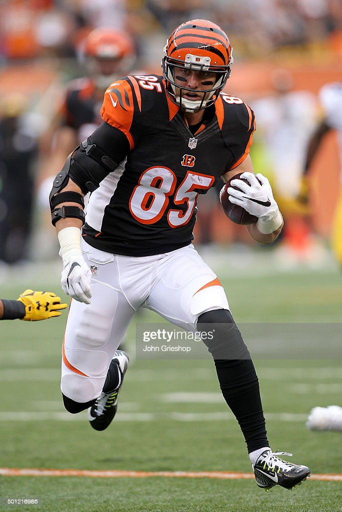 <a gi-track='captionPersonalityLinkClicked' href=/galleries/search?phrase=Tyler+Eifert&family=editorial&specificpeople=6258359 ng-click='$event.stopPropagation()'>Tyler Eifert</a> #85 of the Cincinnati Bengals runs with the ball after catching a pass during the first quarter of the game against the Pittsburgh Steelers at Paul Brown Stadium on December 13, 2015 in Cincinnati, Ohio.