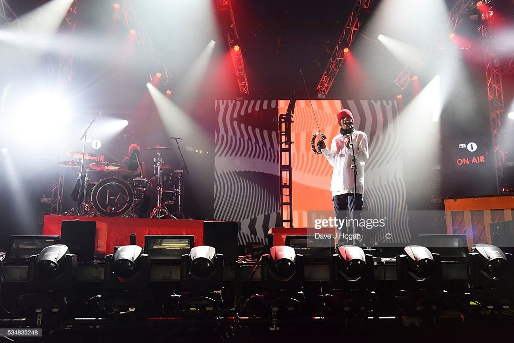 <a gi-track='captionPersonalityLinkClicked' href=/galleries/search?phrase=Tyler+Joseph&family=editorial&specificpeople=9716397 ng-click='$event.stopPropagation()'>Tyler Joseph</a> and <a gi-track='captionPersonalityLinkClicked' href=/galleries/search?phrase=Josh+Dun&family=editorial&specificpeople=9716396 ng-click='$event.stopPropagation()'>Josh Dun</a> of Twenty One Pilots perform during day 1 of BBC Radio 1's Big Weekend at Powderham Castle on May 28, 2016 in Exeter, England.
