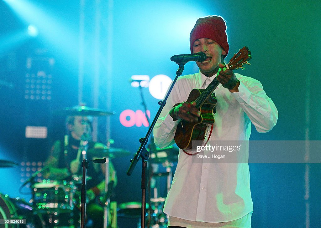 <a gi-track='captionPersonalityLinkClicked' href=/galleries/search?phrase=Tyler+Joseph&family=editorial&specificpeople=9716397 ng-click='$event.stopPropagation()'>Tyler Joseph</a> of Twenty One Pilots performs during day 1 of BBC Radio 1's Big Weekend at Powderham Castle on May 28, 2016 in Exeter, England.