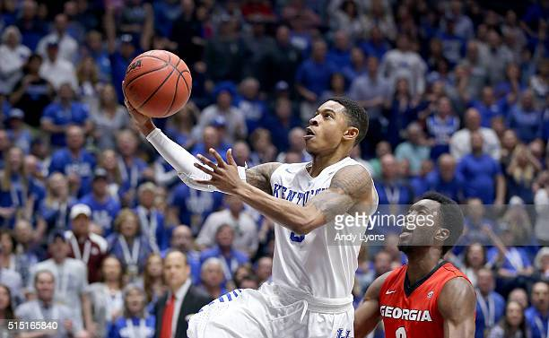 Tyler Ulis of the Kentucky Wildcats shoots the ball in the game against the Georgia Bulldogs during the semifinals of the SEC Tournament at...