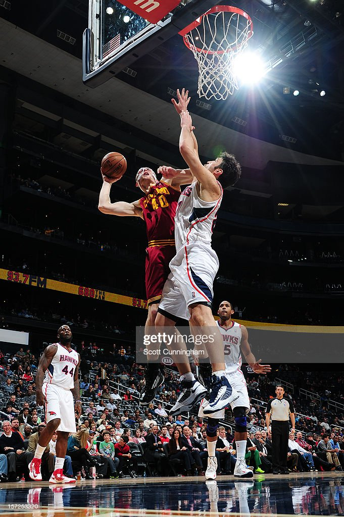 Tyler Zeller #40 of the Cleveland Cavaliers drives to the basket against Zaza Pachulia #27 of the Atlanta Hawks at Philips Arena on November 30, 2012 in Atlanta, Georgia.