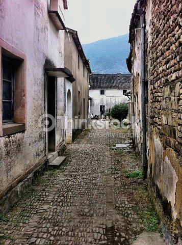 Rivi re alleyway chinois typiques de la ville bord es de for Poutres blanchies a la chaux