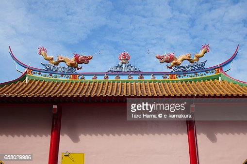 Typical dragon monument on roof of the Buddha temple : ストックフォト