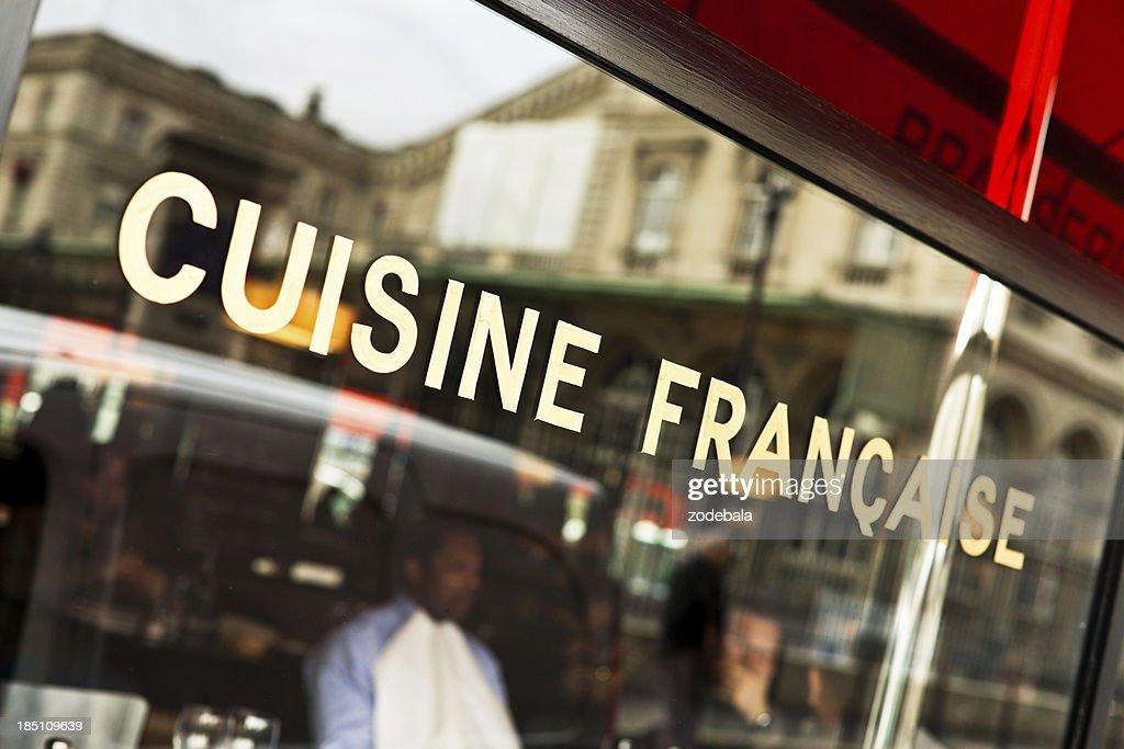 Typisches französisches Café in Paris, und französische Küche : Stock-Foto