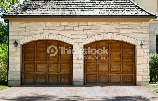 Deux voitures typiques en bois de ch ne garage photo - Misure garage per 2 auto ...