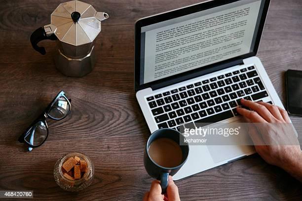 Escribiendo una novela en el ordenador