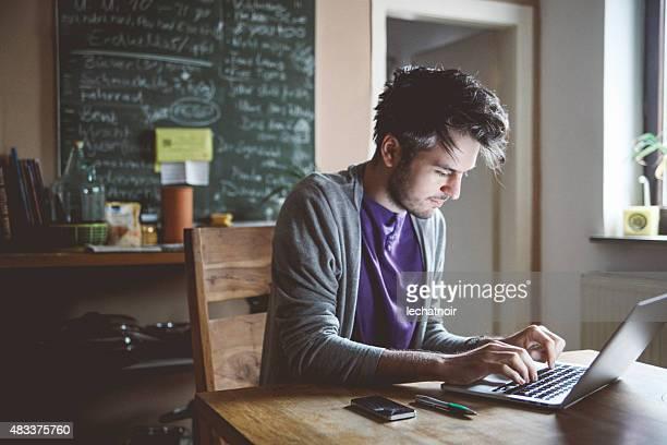 Tippen auf laptop-computer