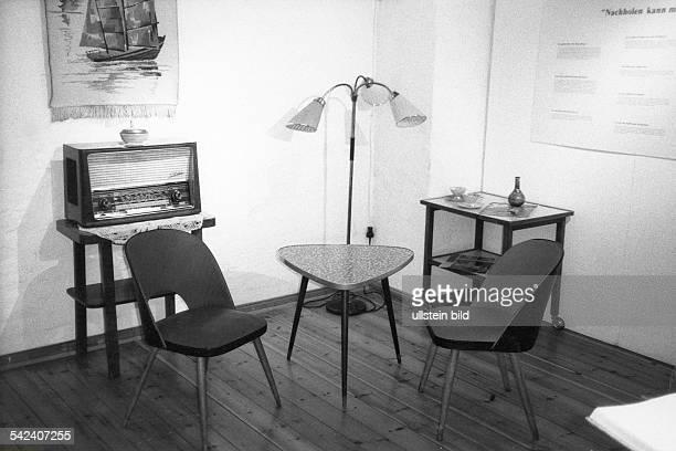 Typische Wohnzimmereinrichtung InBerlinKreuzberg Der 50er Jahre 1994