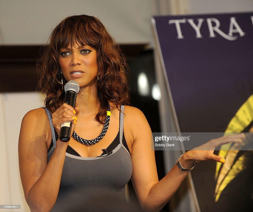 """Tyra Banks Modelland: Tyra Banks Signs Her New Book """"Modelland"""""""