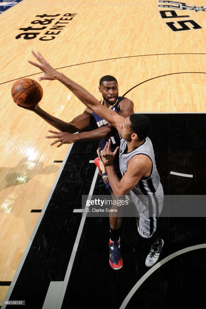 <a gi-track='captionPersonalityLinkClicked' href=/galleries/search?phrase=Tyreke+Evans&family=editorial&specificpeople=4851025 ng-click='$event.stopPropagation()'>Tyreke Evans</a> #1 of the New Orleans Pelicans takes a shot against the San Antonio Spurs at the AT&T Center on March 29, 2014 in San Antonio, Texas.