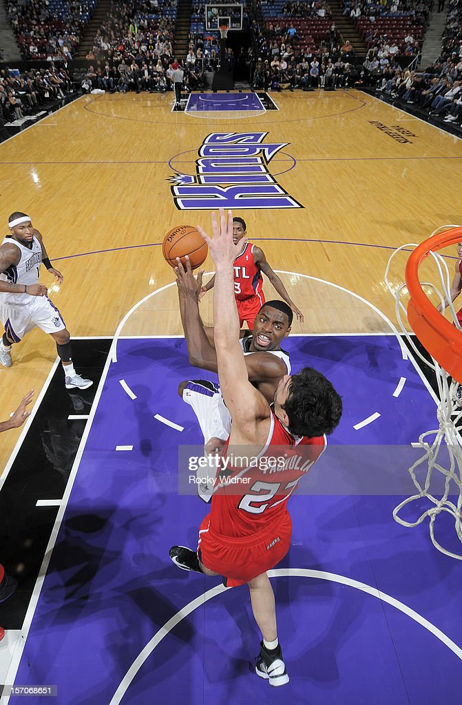 <a gi-track='captionPersonalityLinkClicked' href=/galleries/search?phrase=Tyreke+Evans&family=editorial&specificpeople=4851025 ng-click='$event.stopPropagation()'>Tyreke Evans</a> #13 of the Sacramento Kings goes up for the shot against <a gi-track='captionPersonalityLinkClicked' href=/galleries/search?phrase=Zaza+Pachulia&family=editorial&specificpeople=202939 ng-click='$event.stopPropagation()'>Zaza Pachulia</a> #27 of the Atlanta Hawks on November 16, 2012 at Sleep Train Arena in Sacramento, California.