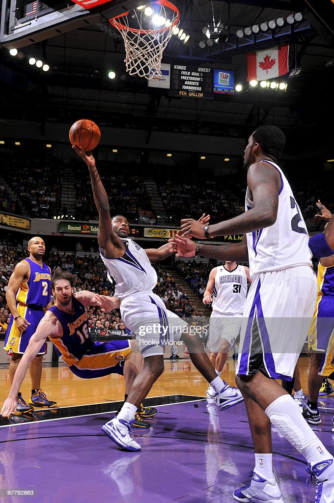 Tyreke Evans #13 of the Sacramento Kings lays the ball up against the Los Angeles Lakers on March 16, 2010 at ARCO Arena in Sacramento, California.