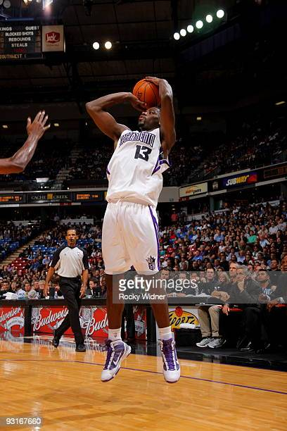 Tyreke Evans of the Sacramento Kings shoots the ball against the Chicago Bulls on November 17 2009 at ARCO Arena in Sacramento California NOTE TO...