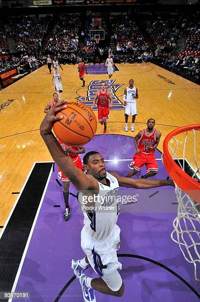 Tyreke Evans of the Sacramento Kings takes the ball to the basket against the Chicago Bulls on November 17 2009 at ARCO Arena in Sacramento...