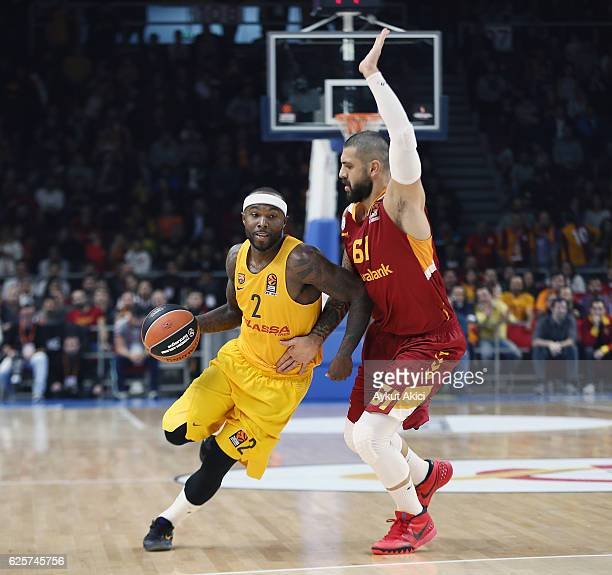 Tyrese Rice #2 of FC Barcelona Lassa competes with Goksenin Koksal #61 of Galatasaray Odeabank Istanbul during the 2016/2017 Turkish Airlines...