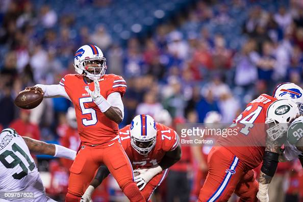 Tyrod Taylor of the Buffalo Bills passes the ball during the second half against the New York Jets on September 15 2016 at New Era Field in Orchard...