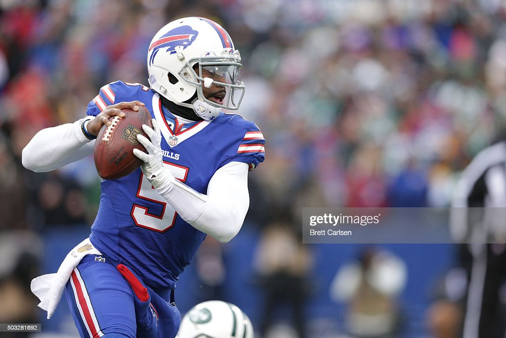Tyrod Taylor of the Buffalo Bills runs the ball against the New York Jets during the first half at Ralph Wilson Stadium on January 3 2016 in Orchard...