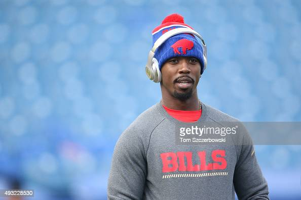 Tyrod Taylor of the Buffalo Bills warms up before the game against the Cincinnati Bengals at Ralph Wilson Stadium on October 18 2015 in Orchard Park...