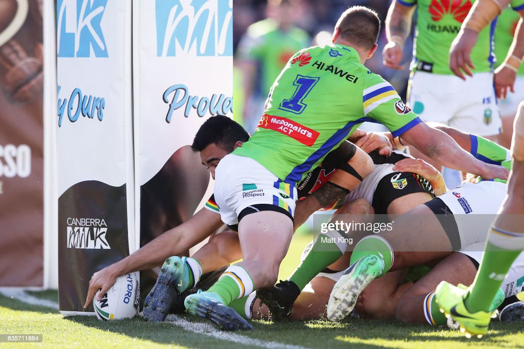 Tyrone May of the Panthers reaches out to score the match winning try during the round 24 NRL match between the Canberra Raiders and the Penrith Panthers at GIO Stadium on August 20, 2017 in Canberra, Australia.
