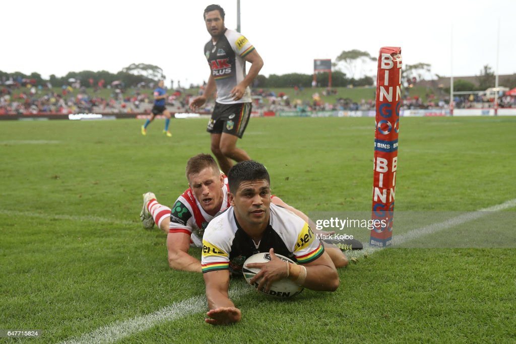 Tyrone Peachey of the Panthers scores a try during the round one NRL match between the St George Illawarra Dragons and the Penrith Panthers at UOW Jubilee Oval on March 4, 2017 in Sydney, Australia.