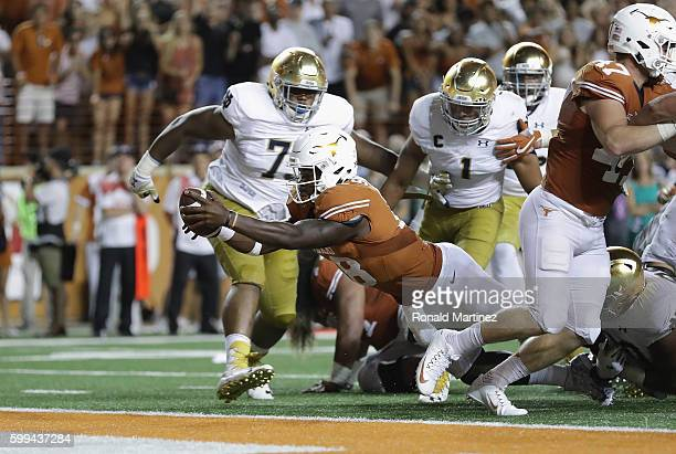 Tyrone Swoopes of the Texas Longhorns dives for a touchdown during the 1st overtime period against the Notre Dame Fighting Irish at Darrell K...