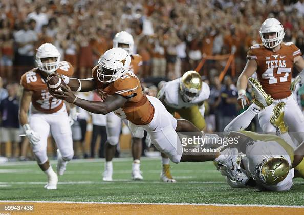 Tyrone Swoopes of the Texas Longhorns dives in for the game winning touchdown in the second overtime against the Notre Dame Fighting Irish at Darrell...
