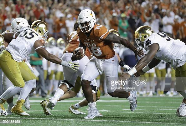 Tyrone Swoopes of the Texas Longhorns rushes for the gamewinning touchdown in the second overtime against the Notre Dame Fighting Irish at Darrell K...
